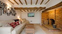 Spectacular and Cozy Living Rooms with Ceiling Beams-smart-decorative-features Ceiling Cozy Wood Ceiling Ideas