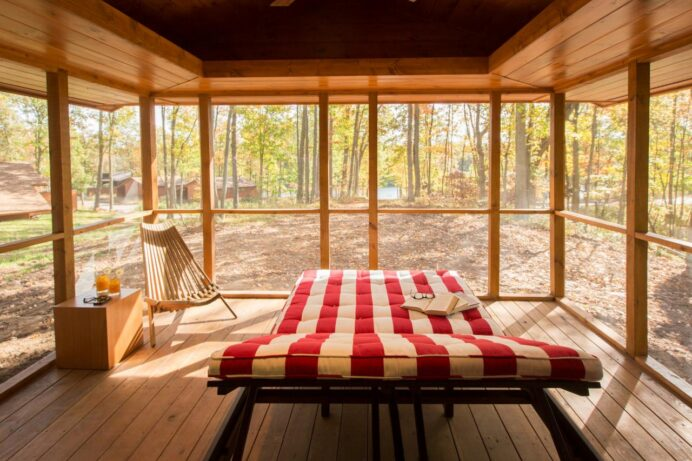 Cozy Cabin Chic Spaces We're Swooning Over COTTAGE CABIN AND COTTAGE DECORATING