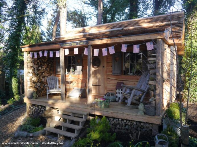 A-tiny-wood-cabin-with-conservative-decor COTTAGE CABIN AND COTTAGE DECORATING