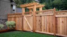 Awesome Pallet Fence Ideas to Realize Swiftly in Your Backyard Garden Inventive Pallet Fence Ideas