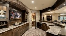 Wonderful-use-of-space-in-the-unique-home-bar-creates-the-perfect-man-cave Bar Fun Home Bar Top Ideas