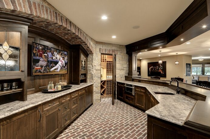 Wonderful-use-of-space-in-the-unique-home-bar-creates-the-perfect-man-cave